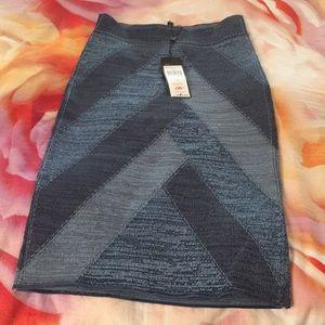 BCBGMAXAZRIA stretchy skirt size S BNWT